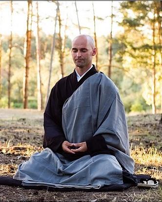 Осуществление медитации дзадзэн