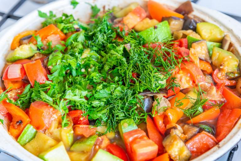 Овощное рагу, тушеный картофель